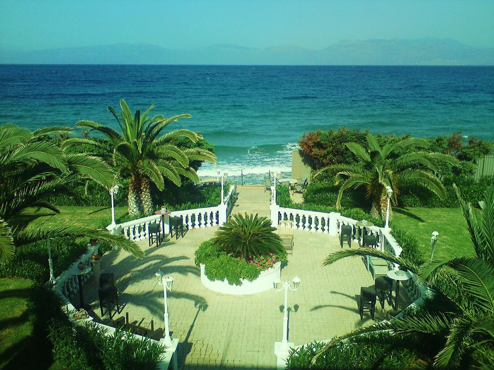Вилла в греции на берегу моря аренда квартира в риме купить